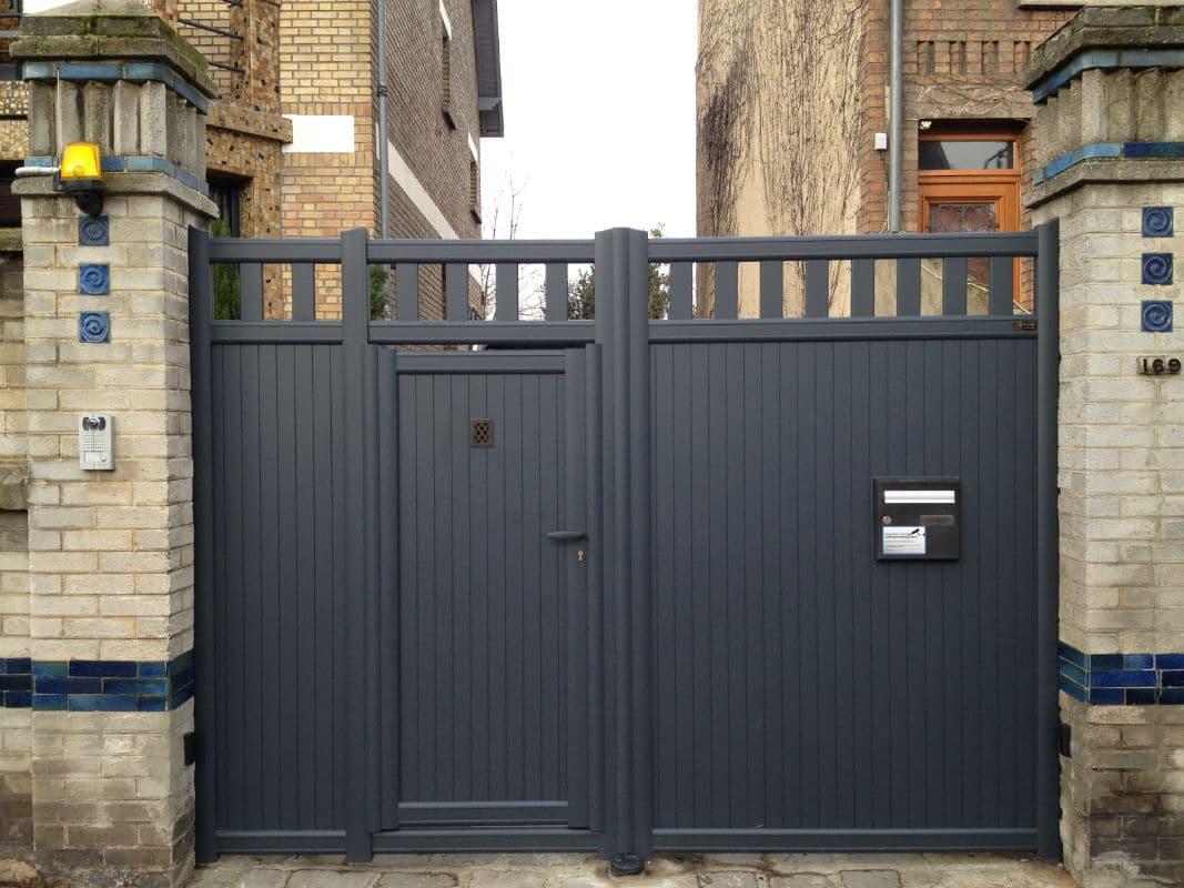 Très Portail avec portillon intégré fabricant de portail aluminium  WS14