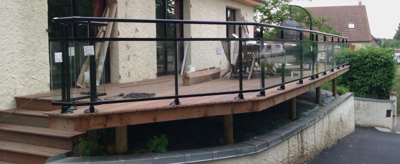 Terrasse en bois exotique sur pilotis
